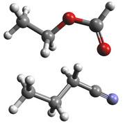Сверху показана модель молекулы этилформиата, снизу н-пропилцианида. Атомы водорода показаны белым цветом, углерода – серым, кислорода – красным, азота – голубым (иллюстрация Oliver Baum/Universität zu Köln).
