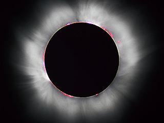 Солнечное затмение – видна корона и протуберанцы