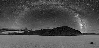 Панорама Млечного Пути, сделанная в Долине Смерти, США, 2005 год