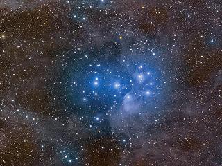 Рассеянное скопление Плеяды и звездная пыль