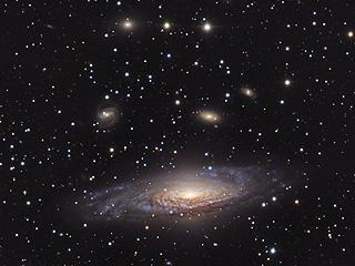 Галактика NGC 7331 и то что за ней