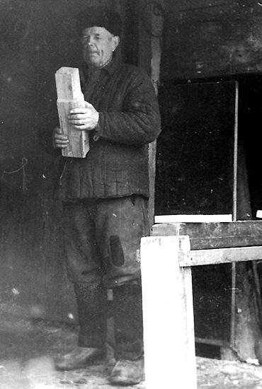 Мой дед Кравчук Петр за работой в столярной мастерской