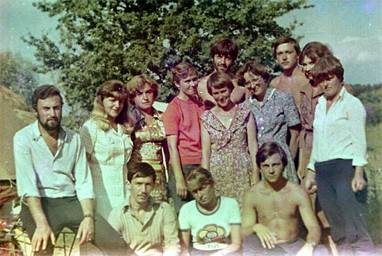 Полевая практика по гидробиологии в рыбхозе Тремля, 4-й курс. Мой научный руководитель Россашко Инна Федоровна стоит в центре, правее девушки в красном