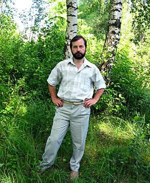 Георгий Козулько в школьном парке, 2004 г.