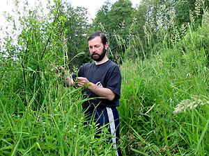 Георгий Козулько в пойме реки Правая Лесная, 2004 г.