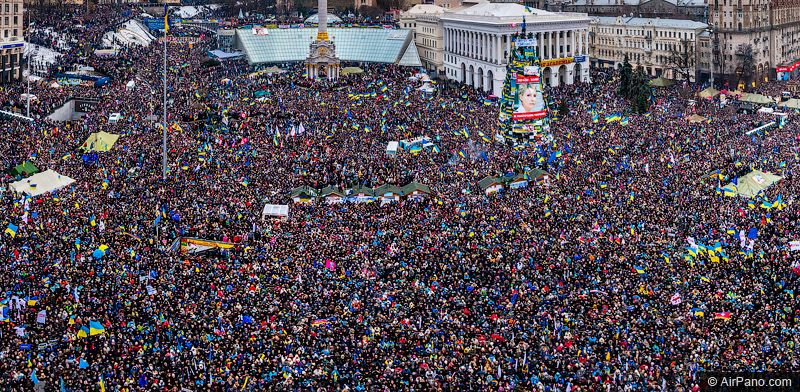 Марш миллиона 8 декабря в рамках Евромайдана. Людьми заполнен весь Майдан / фото airpano.com