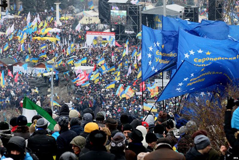 Миллион людей 8 декабря в рамках Евромайдана / фото svoboda.org