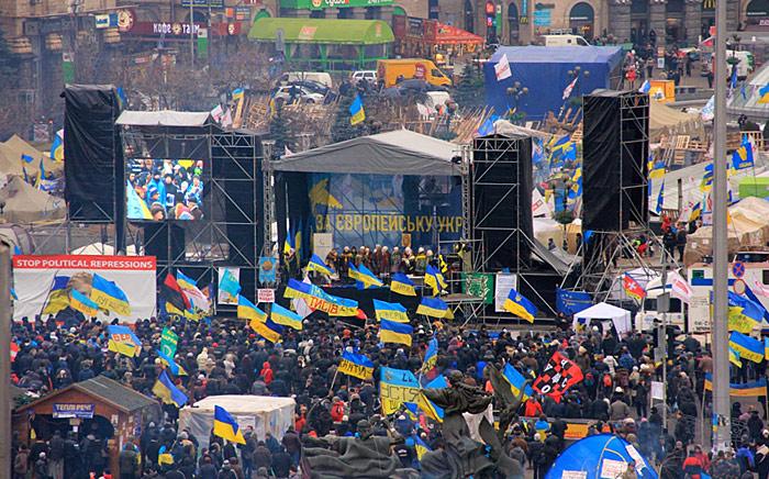флаги Украины над майданом
