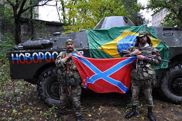новороссийцы с флагом ДНР у бронетранспортера