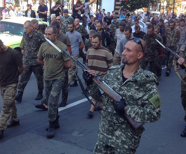 парад пленных в Донбассе