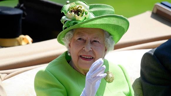 Британия валит из Евросоюза, а её Королевское величество – из Британии