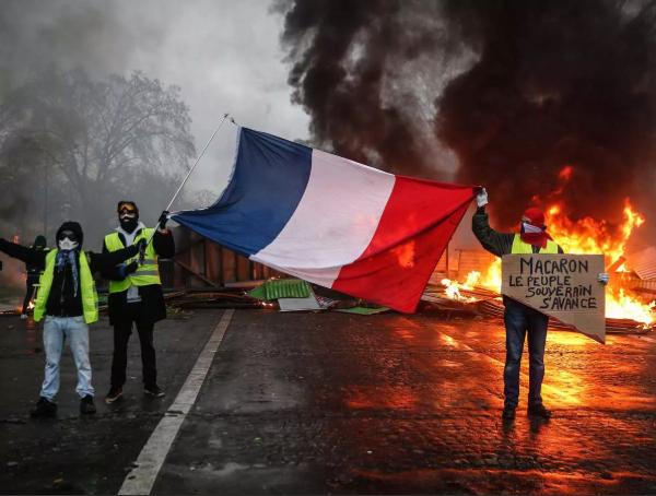 Протесты «желтых жилетов» продолжают сотрясать Францию - Макрон бездействует