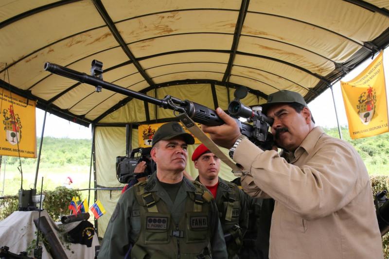 Враг у порога: президент Венесуэлы Николас Мадуро открыл крупнейшие в стране военные учения