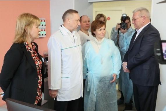 Врио губернатора Петербурга посетил роддом в Красносельском районе
