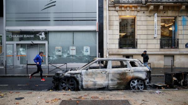 Главы крупных банков обратились к «желтым жилетам» с требованием прекратить акты вандализма