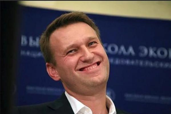 Навальный перепостил фейковую новость: он дурак или как