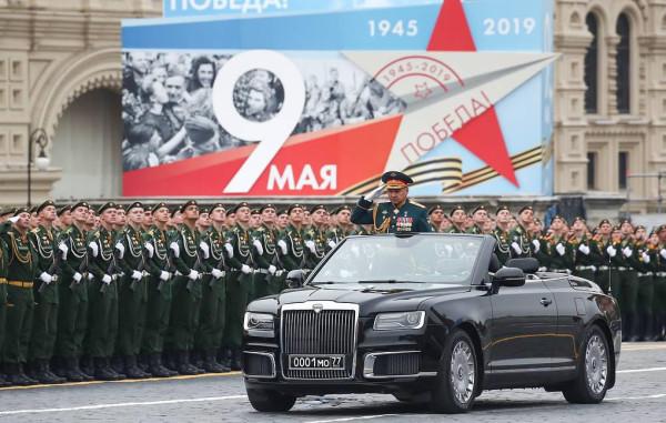 Владимир Путин выступил с поздравлением  на Красной площади