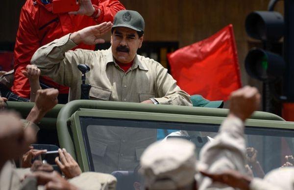 Николас Мадуро не собирается сдаваться: Венесуэла ждет США «с оружием в руках»