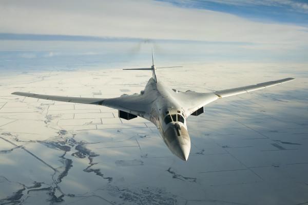 Шпионы МИ-6 вывезли инновационные секреты Ту-160 в пачке с чаем