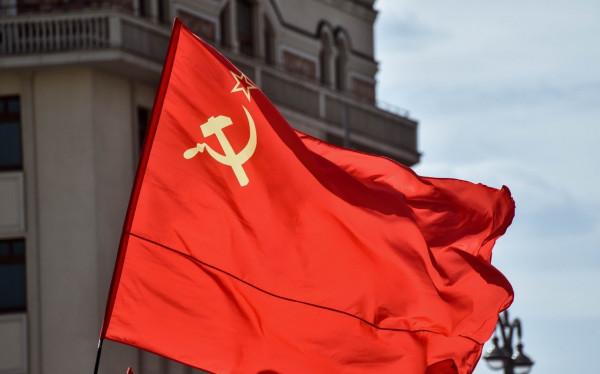 Над шведской коммуной Тэбю водрузили красный флаг СССР – интересно, кому это понадобилось?