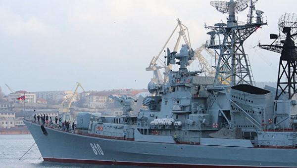 Корабли Черноморского флота России сопровождают корабль ВМС США Yuma