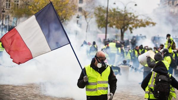 От Бастилии: «враг — это Макрон»