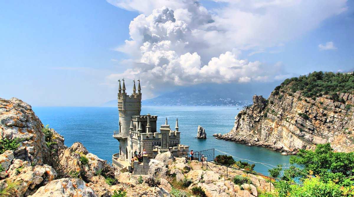 Омелян: «Не посещайте Крым! Идите в Европу!»
