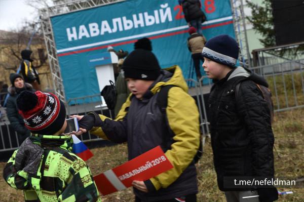 За гранью морали: Навальный собрал толпу в Ижевске, где объявлен городской траур