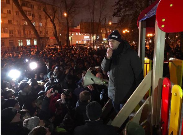 «Жертвы режима»: Навальный провел несогласованный митинг в Саратове