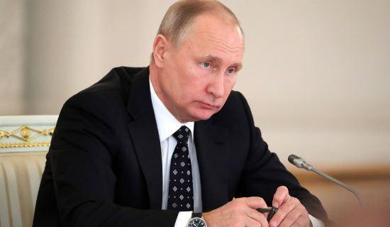 Владимир Путин начал совещание по экономике с минуты молчания в память жертв в Кемерово