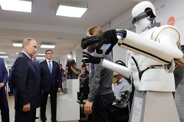 Путин поручил разработать программу развития передовых геномных исследований и генетических технолог