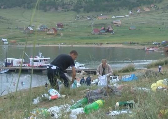 После рейда экологов и волонтеров побережье Байкала стало чище