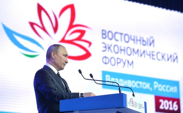 Президент России на полях ВЭФ встретился с главами Китая и Японии