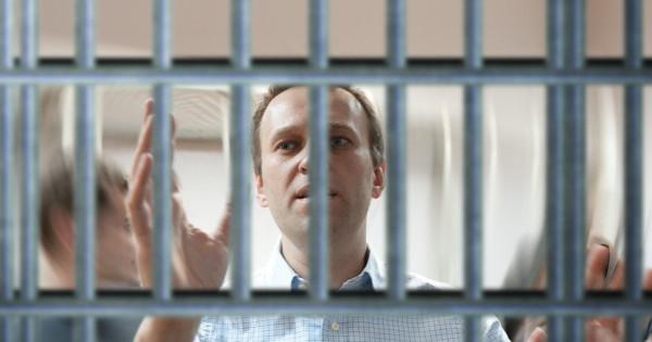 Уголовники Навального как средство радикализации протестного движения