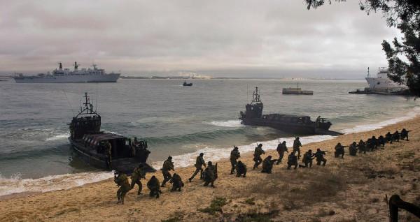 Североатлантический альянс проводит маневры у российских границ