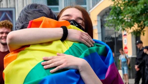 СМИ-либерасты форсят ЛГБТ-тематику за западные гранты