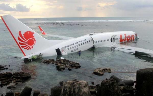 Самолеты Boeing начали падать, почему?
