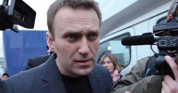 Опрос: «Навального все забыли, а кто еще помнит, ему не доверяют»