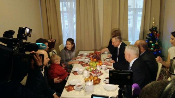 Семья из Петербурга получила ключи от квартиры в рамках проекта «Молодежи - доступное жилье»