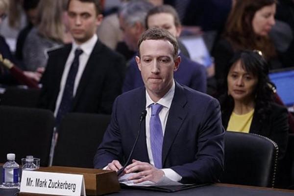 Facebook продолжает пополнять базы данных ЦРУ персональными данными своих юзеров