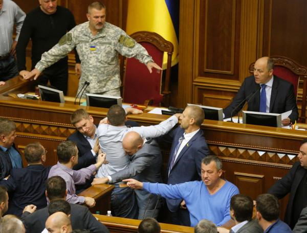 Украинский закон о сексе «по согласию» и по справке от родителей