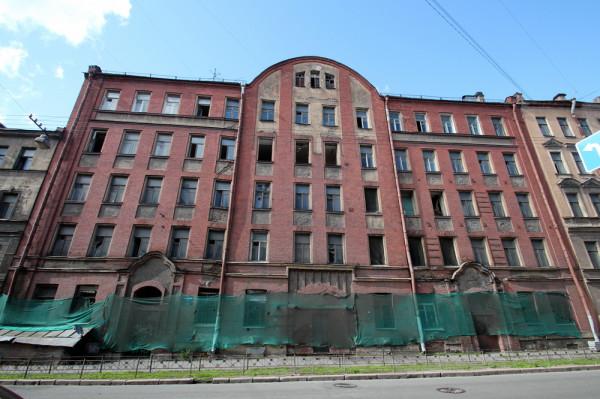 В историческом центре Петербурга надо строить новое в старом обличии