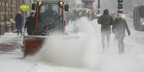 Руководство Петербурга справилось: город очищен от снега, автодвижение восстановлено