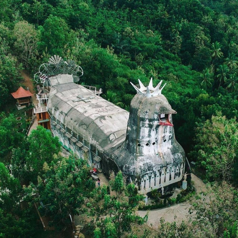 «Куриная» церковь на острове Ява, Индонезия. Андрею Вячеславовичу с надеждой что он найдёт таки себе адекватную для его комплекции конфессию