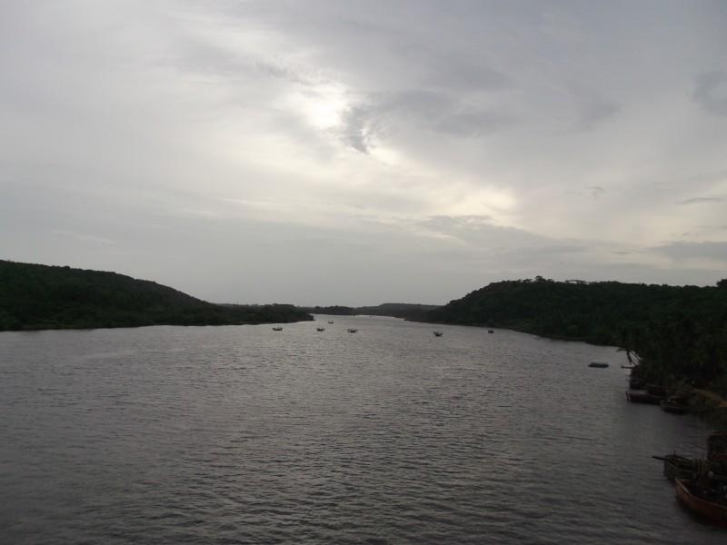 Река Тереколь, разделяющая штаты Гоа и Махараштра