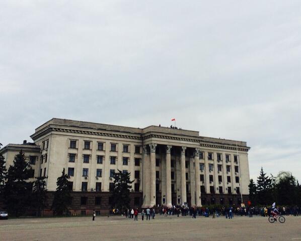 В Одессе знамя Победы на доме Профсоюзов.