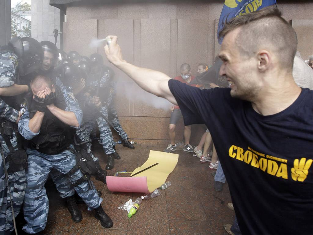 pg-32-ukraine-ap