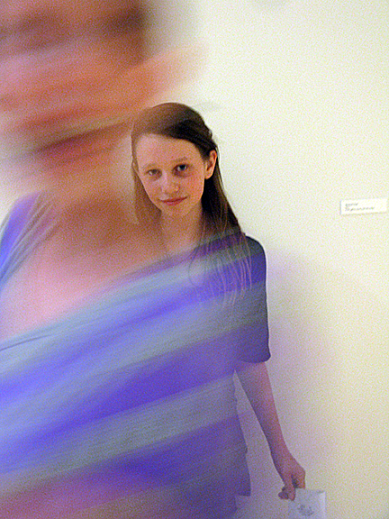 Maya Photbombing Anna web