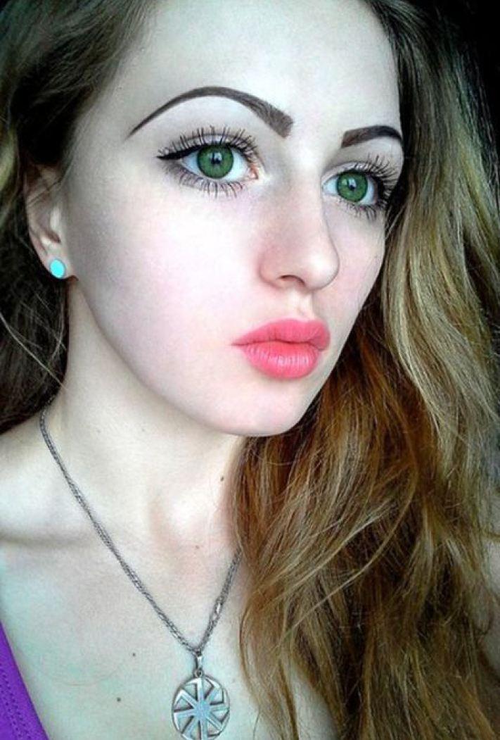 Красивая приличная девушка фото