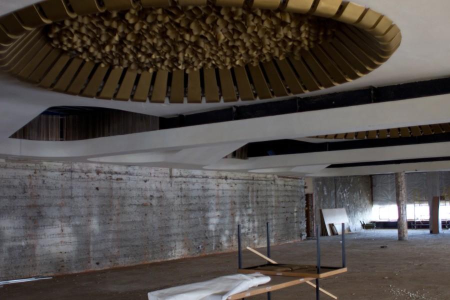 Зал универсального назначения (полностью демонтированы облицовка стен пол из художественного паркета)